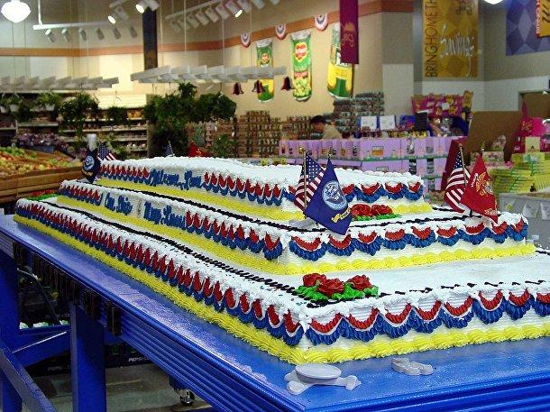 Торт, посвязенный авианосцу «Теодор Рузвельт»