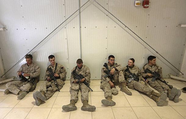 Американские солдаты готовятся покинуть военную базу в провинции Гильменд