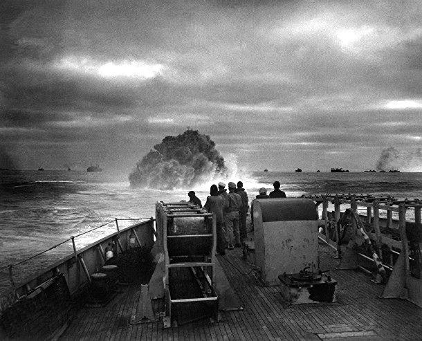 Взрыв глубинной бомбы, затопивший немецкую подводную долку U-175