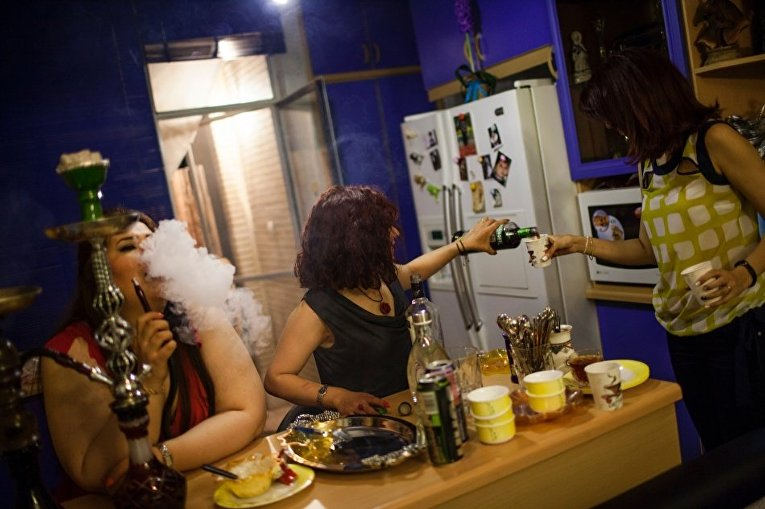 Вечеринка в квартире в Тегеране
