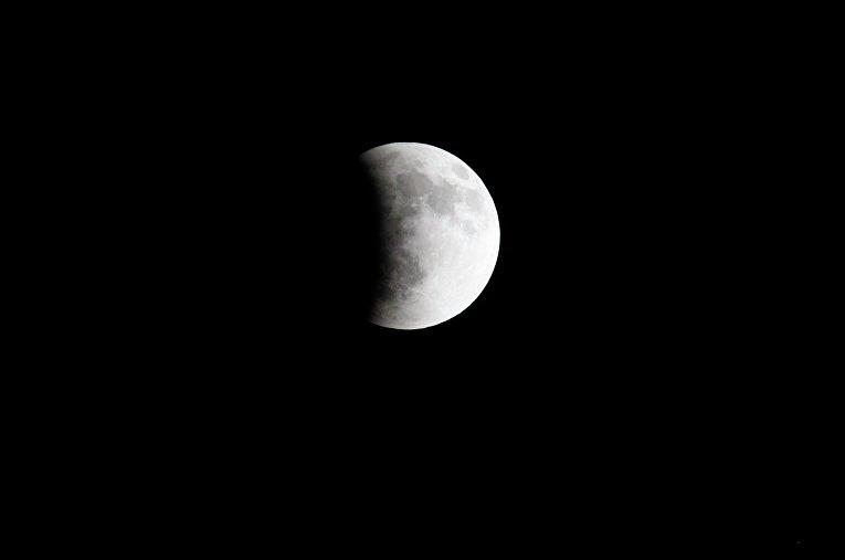 Лунное затмение над Гватемалой