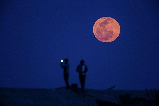 Лунное затмение над Шанхаем