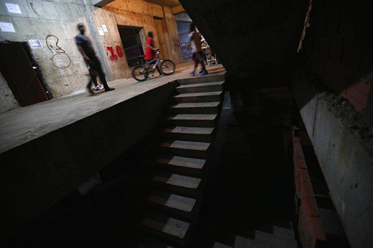 Коридор в небоскребе «Башня Давида» в Каракасе