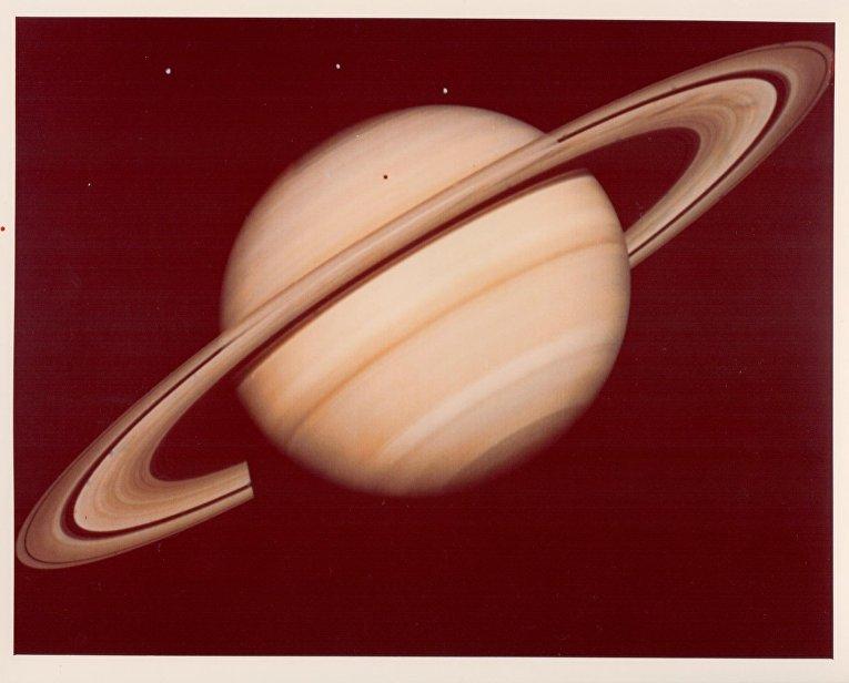 Фотография Сатурна, сделанная зондом «Вояджер-1»