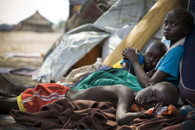 Дети в лагере для беженцев из Южного Судана