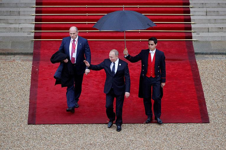 Президент РФ Владимир Путин в Елисейском дворце, Париж