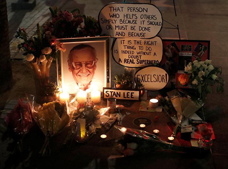 Мемориал в память об авторе комиксов Стэне Ли на голливудской «Аллее славы»