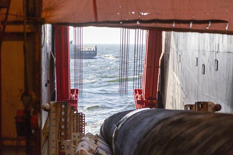 """Работы по укладке газопровода """"Северный поток-2"""" в Финском заливе"""