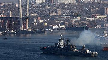 """Встреча крейсера """"Варяг"""" во Владивостоке"""