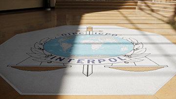 Логотип Интерпола в штаб-квартире агентства в Лионе, Франция