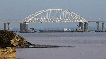 Керченский пролив, соединяющий Черное и Азовское моря, закрыли для прохода гражданских судов в целях безопасности из-за провокации кораблей украинских ВМС