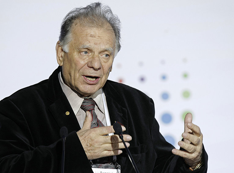 Советский диссидент, биолог и писатель Жорес Медведев