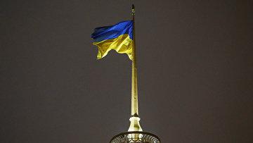 Украинский государственный флаг развевается над Верховной Рады