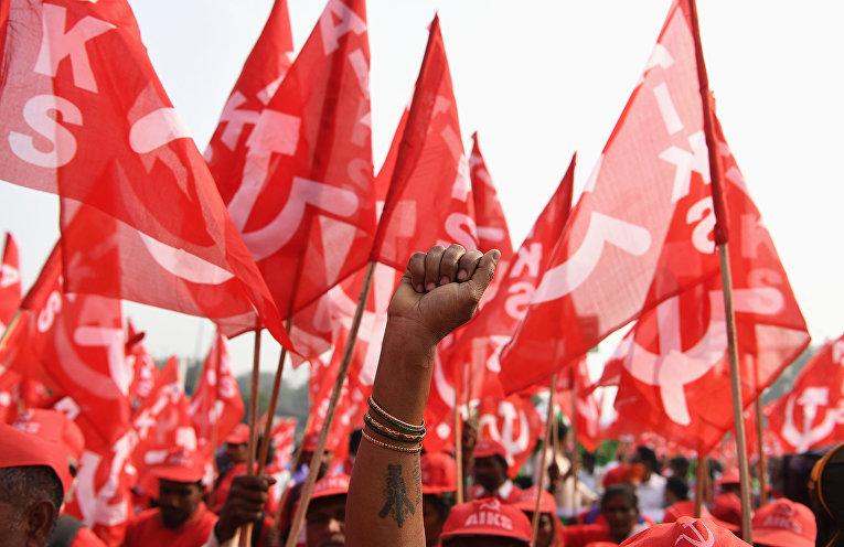 Индийские фермеры во время акции протеста, организованной коммунистической партией Индии в Нью-Дели
