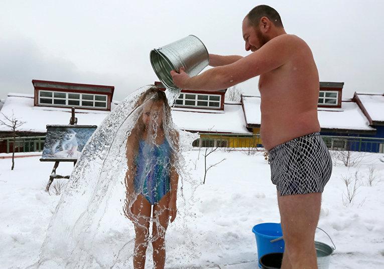 Сибиряки закаляются во время морозов в Красноярске