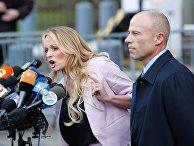 Актриса фильмов для взрослых Сторми Дэниелс со своим адвокатом Майклом Авенатти в Нью-Йорке