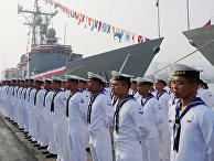 Парад тайваньских моряков в честь ввода в эксплуатацию двух новых фрегатов, купленных у США в порту Гаосюн