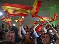 Сторонники партии Vox радуются результатом выборов в Севилье, Испания