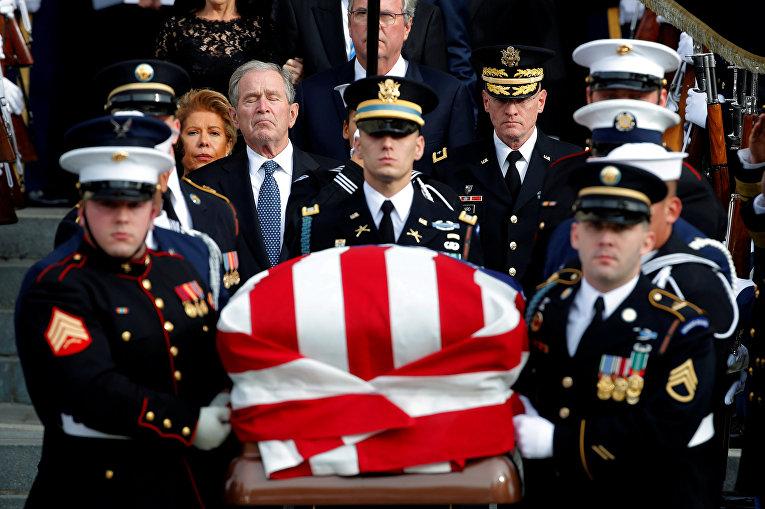 Церемония прощания с бывшим президентом США Джорджем Бушем-старшим в Вашингтоне