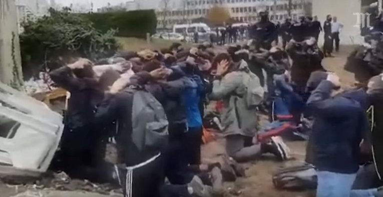 Школьники, задержанные полицией в мант-Ла-Джоли