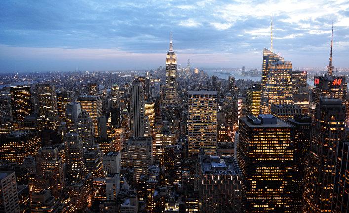 Вид на вечерний Манхэттен со смотровой площадки Рокфеллеровского центра