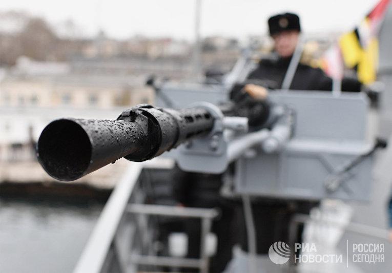 Поднятие флага на корабле «Орехово-Зуево» Севастополе