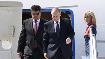 Президент России Владимир Путин и посол России в Финляндии Павел Кузнецов