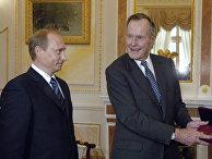 Президент России Владимир Путин наградил экс-президента США Джорджа Буша юбилейной медалью