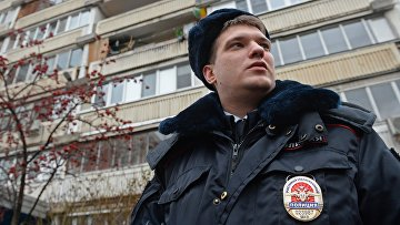 Старший лейтенант полиции во время планового обхода в Москве