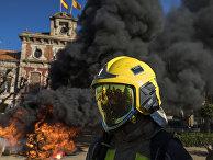 Акция протеста с требованием улучшения условий труда перед парламентом Каталонии в Барселоне