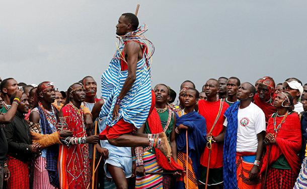 Участники олимпийских игр среди народа Масаи в Кении