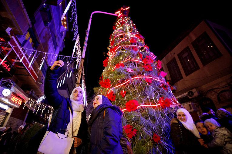 Новогодняя елка в Дамаске, Сирия