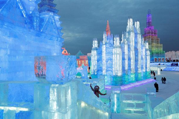 Ледяные скульптуры на фестивале в Харбине