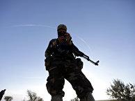 Сирийский повстанец в деревне Манбидж, Сирия