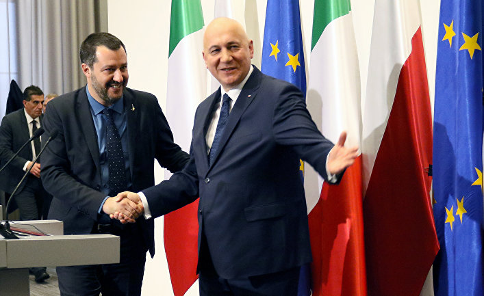 Министр внутренних дел Италии и заместитель премьер-министра Италии Маттео Сальвини и министр внутренних дел Польши Йоахиму Брудзински в Варшаве