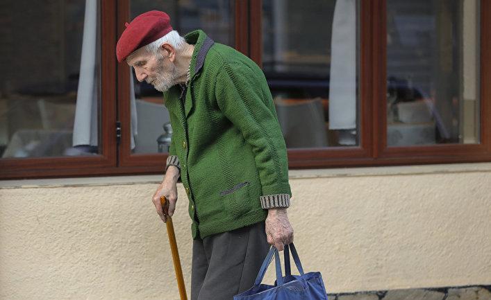 Пожилой мужчина в Софии, Болгария
