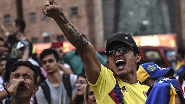 Акция венесуэльцев в поддержку лидера оппозиции Хуана Гуайдо в Медельине