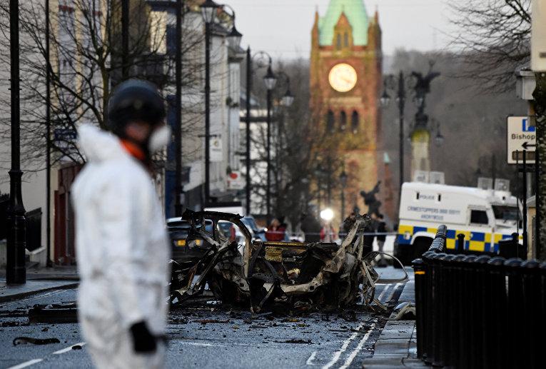 Место взрыва автомобиля в Лондондерри, Ирландия