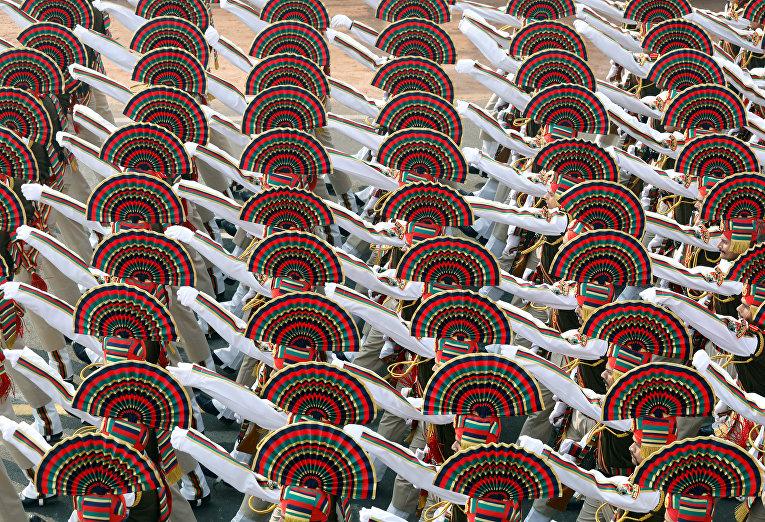 Индийские солдаты во время генеральной репетиции парада ко Дню Республики в Нью-Дели