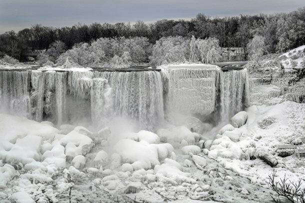 Ниагарский водопад, замерзший из-за сильного мороза