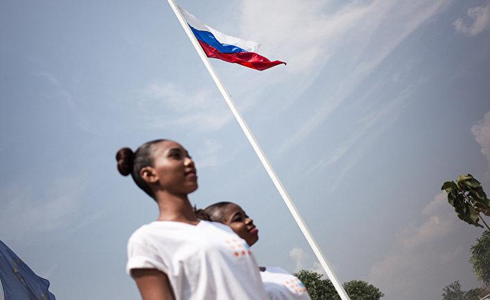Российский флаг вов ремя конкурса красоты «Мисс Центральноафриканская Республика 2018» в Банги