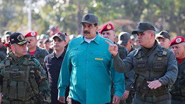 Президент Венесуэлы Николас Мадуро во время военных учений в Валенсии