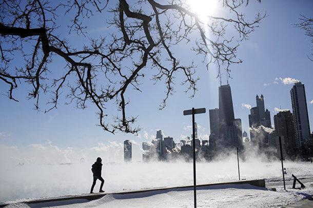 Пар над озером Мичиган при температуре -30 градусов по Цельсию в Чикаго