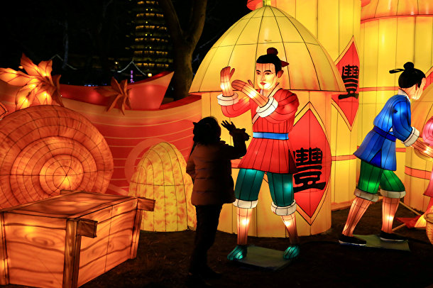 Праздничное украшение города в предверии китайского нового года в Хуайане