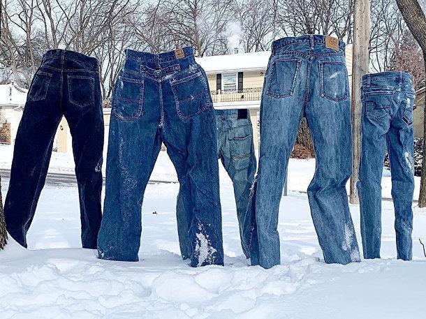 Замерзшие джинсы во время аномальных морозов в Сент-Энтони-Виллидж
