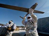 """Десантник во время работы с беспилотным летательным аппаратом """"Гранат-2"""""""