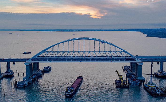 Фарватерный участок Крымского моста обезопасили от столкновения с судами