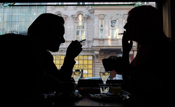 Посетители кафе в Вене, Австрия