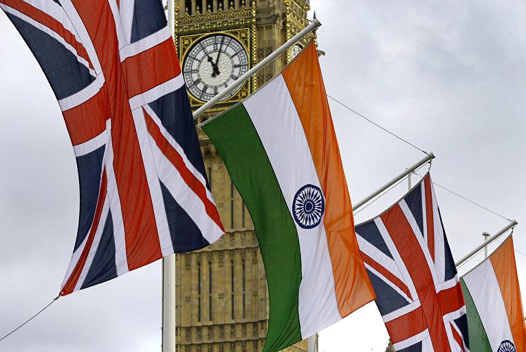 Флаги Союза и Индии на Парламентской площади в Лондоне