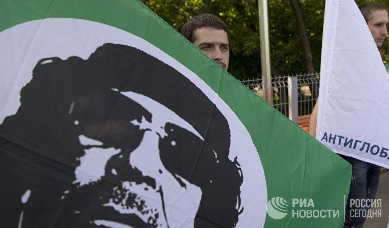 """Сторонники Муаммара Аль-Каддафи во время своей акции """"В честь дня рождения Муаммара Аль-Каддафи"""""""